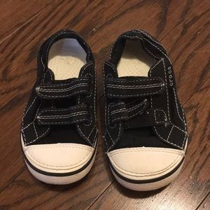 Gently used toddler boys size9 croc shoes
